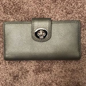 Silver leather Coach wallet 7'3/4x4